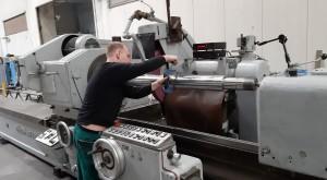 Rundschleifmaschine bis D600 und L6000, speziell für Kolbenstangen