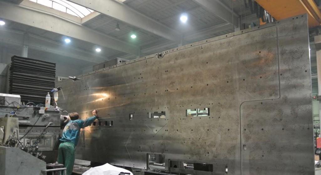 CNC-Fräsen von Ölnuten in großen Platten bis 8m Länge in 1 Aufspannung